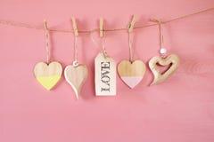 Предпосылка дня Валентайн Сердца на деревянной предпосылке Стоковые Изображения RF