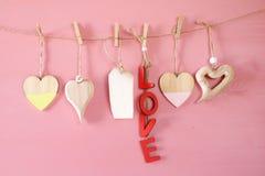 Предпосылка дня Валентайн Сердца на деревянной предпосылке Стоковое фото RF