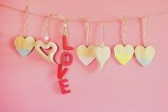 Предпосылка дня Валентайн Сердца на деревянной предпосылке Стоковые Изображения