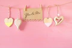 Предпосылка дня Валентайн Сердца на деревянной предпосылке Стоковые Фото