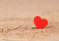 Предпосылка дня Валентайн Сердца на деревянной текстуре Стоковая Фотография