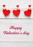 Предпосылка дня валентинки, бумажная граница сердец на древесине, космосе экземпляра Стоковое Фото