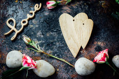 Предпосылка дня валентинки - 2 деревянных сердца совместно Стоковые Изображения