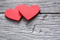 Предпосылка дня валентинки, handmade сердца на древесине с космосом экземпляра Стоковая Фотография RF