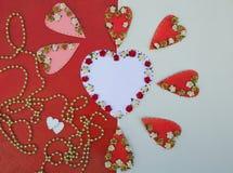 Предпосылка дня валентинок в белом и красной Стоковые Изображения
