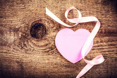 Предпосылка дня валентинок с copyspace. Мягкое розовое бумажное сердце Стоковые Фотографии RF