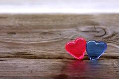 Предпосылка дня ` s валентинки, прозрачное красное и голубое сердце Стоковые Изображения RF
