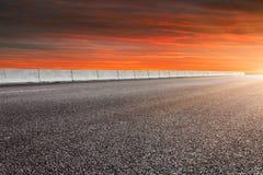 Предпосылка дороги и неба стоковые фотографии rf
