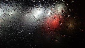 Предпосылка освещения цвета дождевых капель стоковая фотография