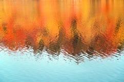 Предпосылка отражения осени сезонная покрашенная Стоковое фото RF