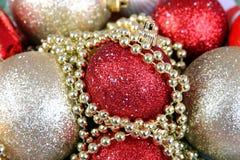Предпосылка от пестротканых шариков рождества Стоковая Фотография RF