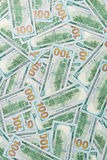 Предпосылка от разбросанных банкнот доллара как абстрактный безшовный Стоковые Изображения