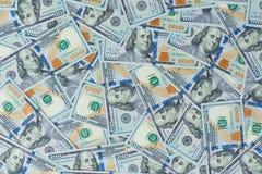 Предпосылка от разбросанных банкнот доллара как абстрактный безшовный Стоковые Изображения RF