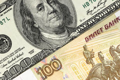 Предпосылка от рублей и долларов конец вверх Стоковая Фотография