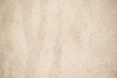 Предпосылка песка пляжа Красивая текстура золотого песка сфотографировала в конце-вверх Стоковое Изображение RF