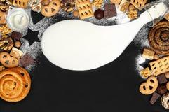 Предпосылка печений, шоколад, тянучка, трюфеля, нуга Стоковые Фотографии RF