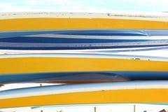 Предпосылка покрашенных каяков Стоковая Фотография RF