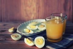 Предпосылка плодоовощ завтрака яичка деревянная Стоковое фото RF