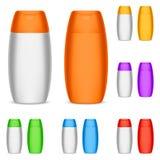 предпосылка разливает белизну по бутылкам шампуня цвета Стоковые Изображения
