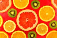 Предпосылка различных цитрусовых фруктов и кивиов видов Стоковые Фото
