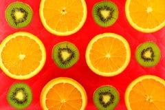 Предпосылка различных цитрусовых фруктов и кивиов видов Стоковые Фотографии RF