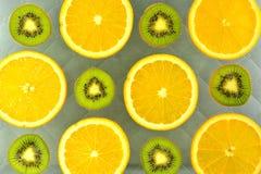 Предпосылка различных цитрусовых фруктов и кивиов видов Стоковое Изображение RF