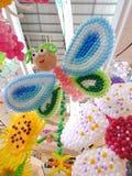 предпосылка раздувает цветы шаржа пузырей различные над говоря белизной 6 Стоковые Фото