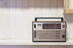 Предпосылка ретро старого фронта радио белая деревянная Фото типа год сбора винограда Стоковое фото RF