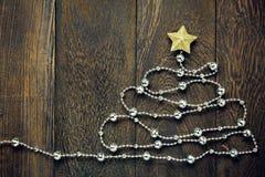 Предпосылка рождества взгляд сверху Ель украшениями рождества Стоковое Изображение RF