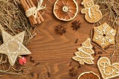 Предпосылка рождества деревянная с пряником Стоковая Фотография