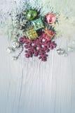 Предпосылка рождества на деревянной текстуре Стоковые Фото