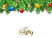 Предпосылка рождества с ветвями ели, конусом сосны, колоколом, смычком и красными, голубыми, желтыми шариками Стоковые Фотографии RF