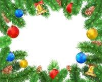 Предпосылка рождества с ветвями ели, конусом сосны, колоколом, смычком и красными, голубыми, желтыми шариками, confetti Стоковое Изображение RF