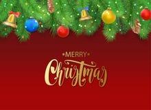 Предпосылка рождества с ветвями ели, конусом сосны, колоколом, смычком и красными, голубыми, желтыми шариками с украшениями Стоковая Фотография