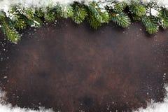 Предпосылка рождества с елью снега стоковые изображения rf