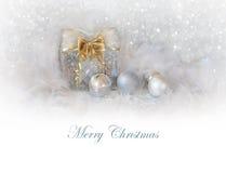 Предпосылка рождества с присутствующими коробкой и шариками Стоковые Изображения