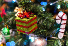 Предпосылка рождества с украшением рождества с звездами, конусами, снеговиком Счастливая тема Нового Года и Xmas Стоковое Фото