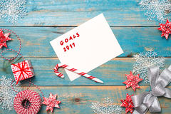 Предпосылка рождества с украшениями на деревянной предпосылке top Стоковая Фотография