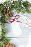 Предпосылка рождества с ярлыком подарка Стоковая Фотография