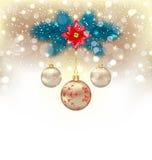 Предпосылка рождества gliwing с ветвями ели, стеклянными шариками и Стоковая Фотография