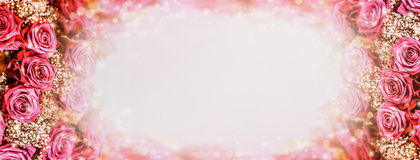Предпосылка роз романтичная с светом и bokeh Круглая рамка роз Стоковое Изображение
