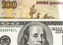 Предпосылка русских и американских банкнот Стоковые Изображения
