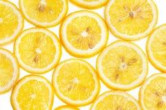 Предпосылка свежих желтых кусков лимона Стоковое фото RF