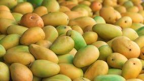 Предпосылка свежих зрелых манго Стоковые Изображения