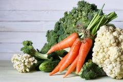 Предпосылка свежих овощей деревенская деревянная Стоковые Изображения RF