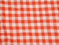 Предпосылка скатерти красная и белая checkered волнистая текстуры Стоковое Изображение RF