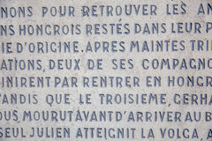 Предпосылка стены с латинскими надписями стоковая фотография