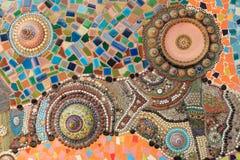 Предпосылка стены украшенная с тайским фарфором Стоковая Фотография