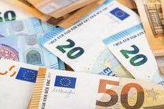 Предпосылка счетов банкнот евро валюты Европейского союза евро 2, 10, 20 и 50 Экономика богачей успеха концепции На белой предпос Стоковое Фото