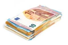 Предпосылка счетов банкнот евро валюты Европейского союза евро 2, 10, 20 и 50 Экономика богачей успеха концепции На белой предпос Стоковое фото RF